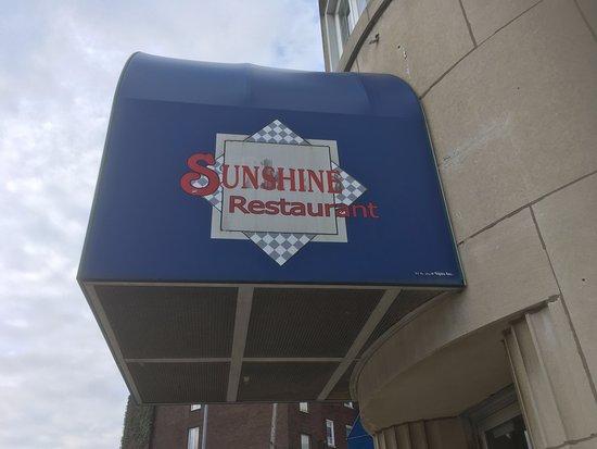 Sunshine Family Restaurant: Entrance