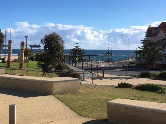 Port Noarlunga, Austrália: View from car park, Hortas Restuarant on left