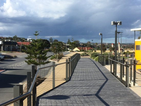 Port Noarlunga, Austrália: Walkway adjacent Hortas