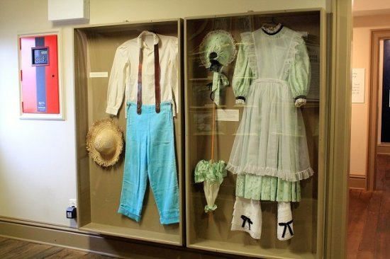 Becky Thatcher's House: How boy and girl dressed at the time