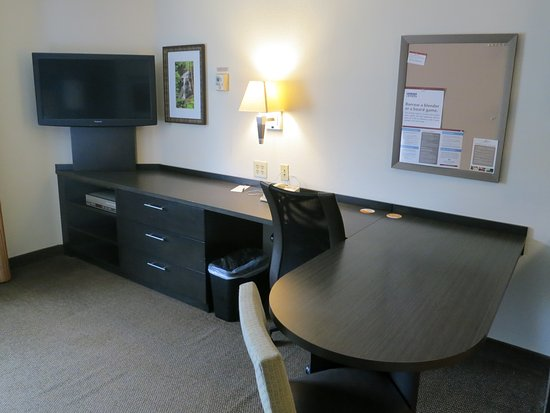 Nice size desk and eating area.