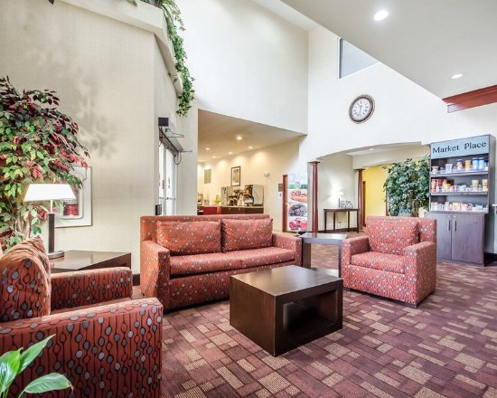 La Grange, KY: Lobby