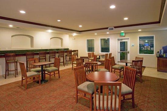 Holiday Inn Express San Dimas: Breakfast Area