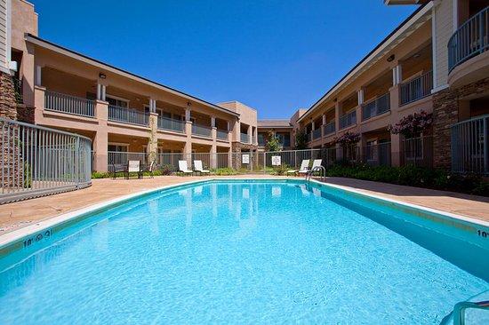 Holiday Inn Express San Dimas: Swimming Pool