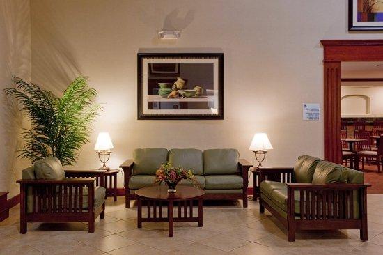 Holiday Inn Express San Dimas: Lobby Lounge