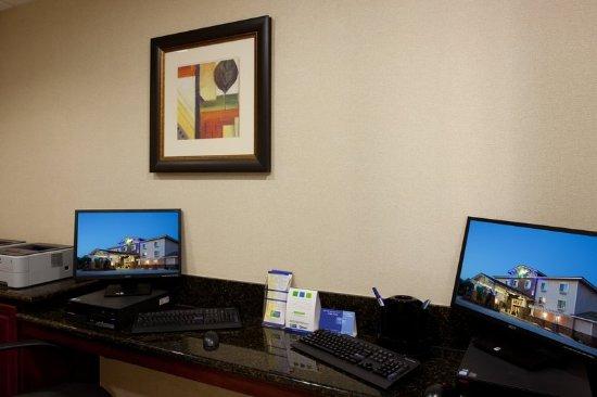 Holiday Inn Express San Dimas: Business Center