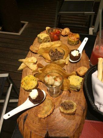 Mercure Iguazu Hotel Iru: Platos locales en el restaurante