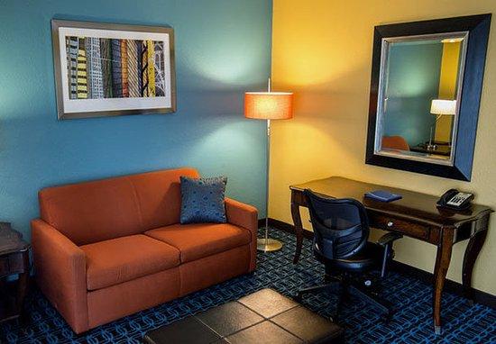 Fairfield Inn Amp Suites Cincinnati North Sharonville Oh