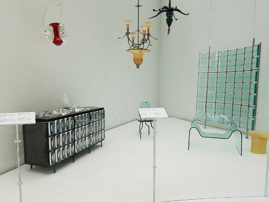 คอร์นนิง, นิวยอร์ก: A display in the Contemporary Gallery.