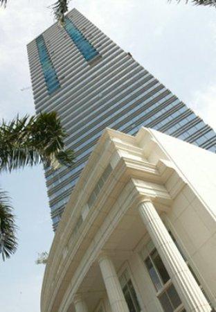 The Ritz-Carlton Jakarta, Mega Kuningan: Exterior