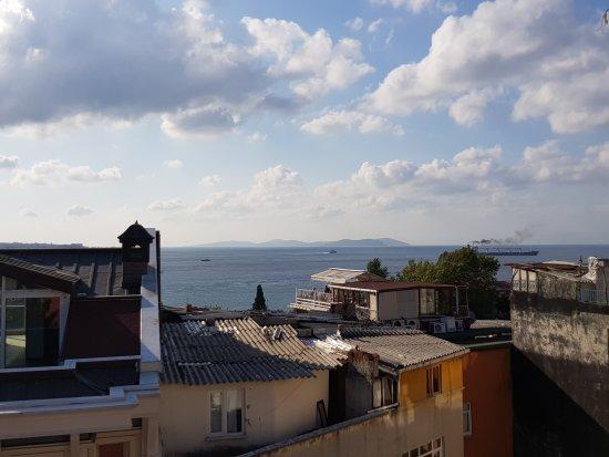 Hotel Sebnem: Entrata dell'hotel e vista dalla terrazza della sala colazione