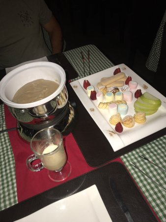 Vanilla Fondue with Fruit and Brownies (small pastry like)