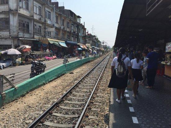タイ国鉄 マッカサン駅 - バンコ...