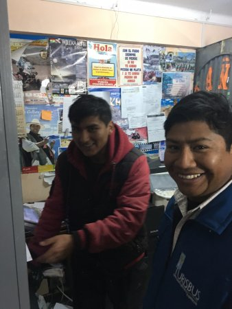 Hotel Rosario Lago Titicaca: Valerio helping at the border!