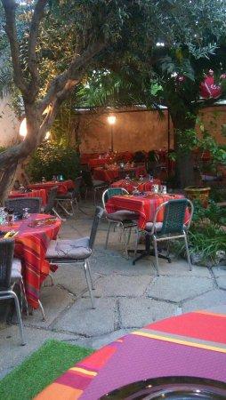 restaurant le jardin dans mauguio avec cuisine barbecue