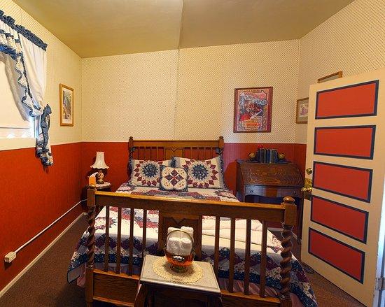 Iron Horse Inn Bed & Breakfast: The Jim Benson room.
