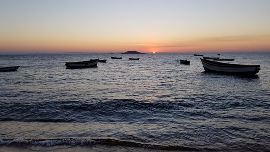 Ulisa Bay Lodge: sunset from beach