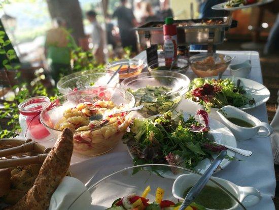 Schnaittach, Γερμανία: Die Qualität des Buffets und des Fleischs ist solide - aber das Bier ist warm
