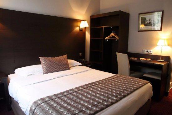 Chambre classique - Picture of Hotel L\'interlude, Paris - TripAdvisor
