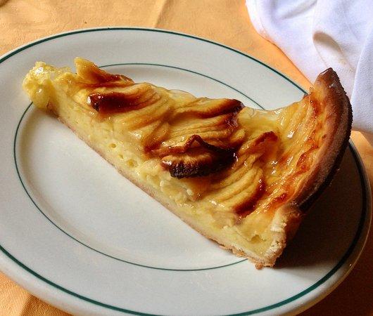 Alet les Bains, France: apple tart
