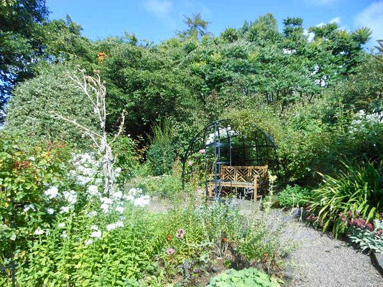 Secluded seating areas around the garden so Dolly could enjoy the ...