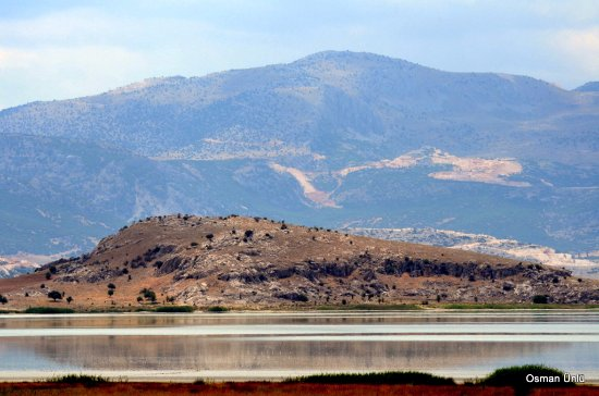 Burdur, Turkey: Yarışlı gölünde yarım ada ve tepe