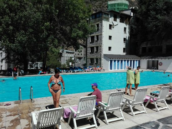 Hotel aparthotel cosmos escaldes engordany andorre for Piscine andorre caldea