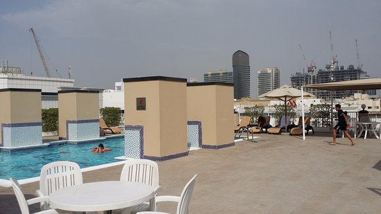 Golden Sands Hotel Apartments: Pool at Golden Sands 5, rooftop