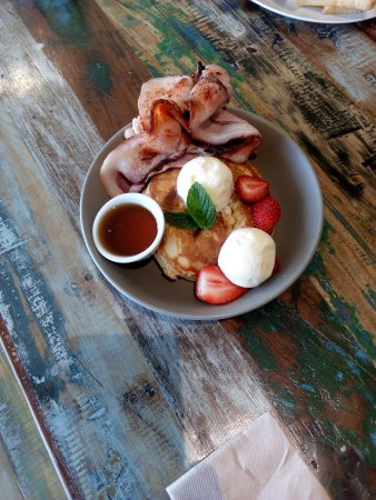 Dalby, Australia: Traditional pancakes with bacon