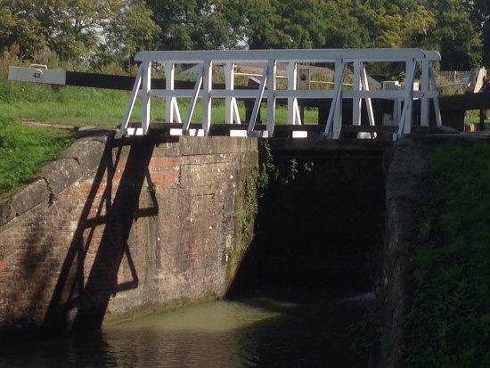 Caen Hill Locks: photo1.jpg