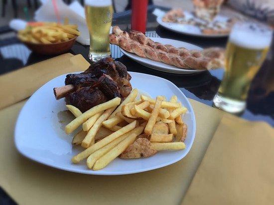 Foglianise, Italy: Hopfen Hause Red Devil Pub