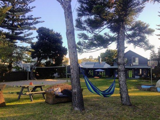 Dunsborough Beachouse YHA: Beachfront garden with hammocks and voleyball court