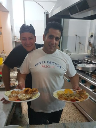 Alicudi, Włochy: Due amici insepatabili