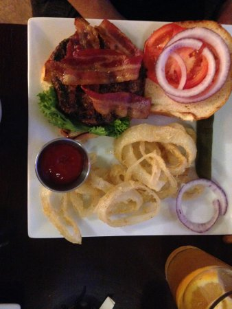Essex House & Tavern: Bacon burger with onion rings