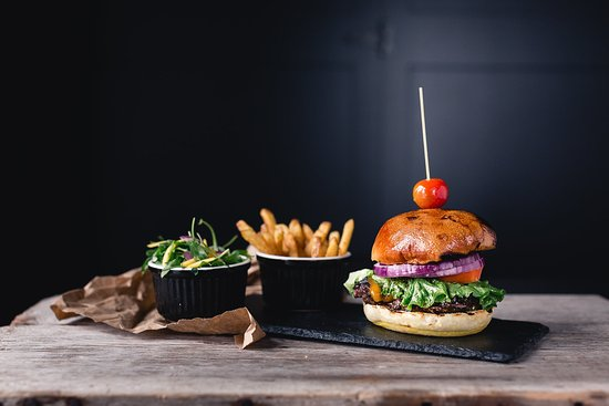 Port Carling, Canada: Our Basic Burger