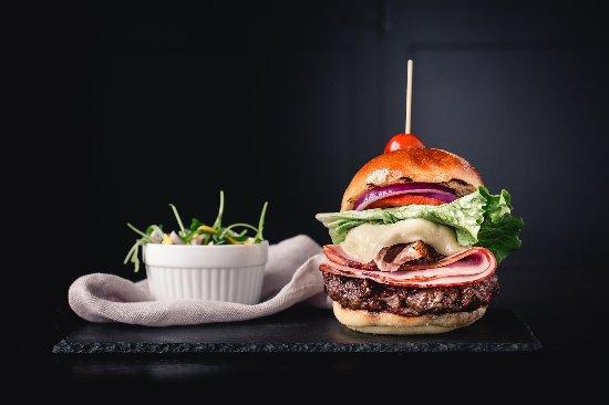 Port Carling, Canada: The Cubano Burger