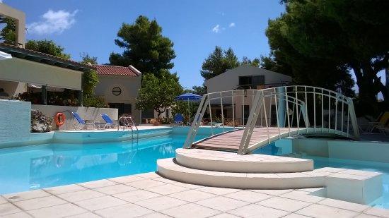 Villa Pefki Apartments: Piscine au calme Villa Pefki