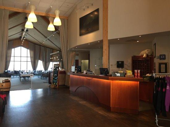 Radisson Blu Polar Hotel, Spitsbergen, Longyearbyen: la réception, entre deux rush