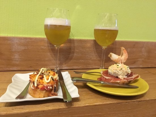 Taberna Auzokoa: Espectacular tapa de pulpo sobre patata y pintxo de huevo duro, con mahonesa y jamón serrano