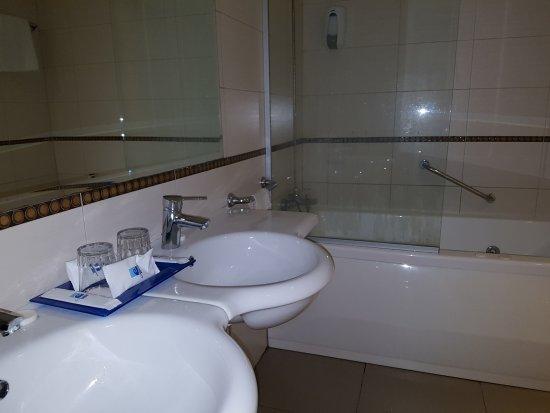 Hotel Terramarina : The 4* boutique (cheap naff plastic) toiletries (comb, shower cap, soap bar)