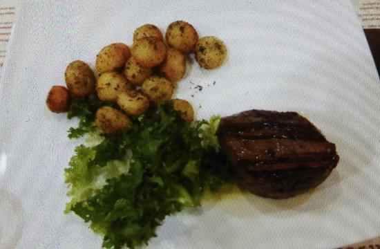 Baires Ristorante : Filetto con patate arrosto