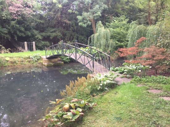 Blockley, UK: The bridge in the grounds