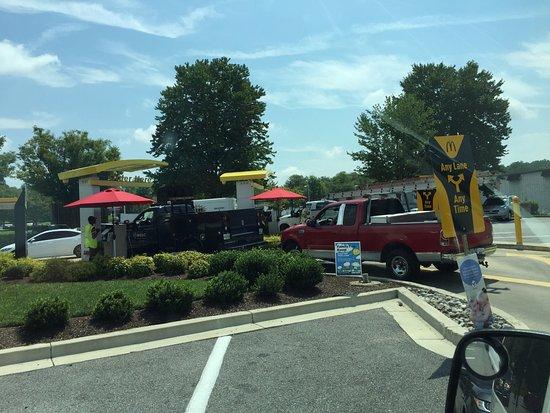 Upper Marlboro, MD: Dual drive-thru is convenient