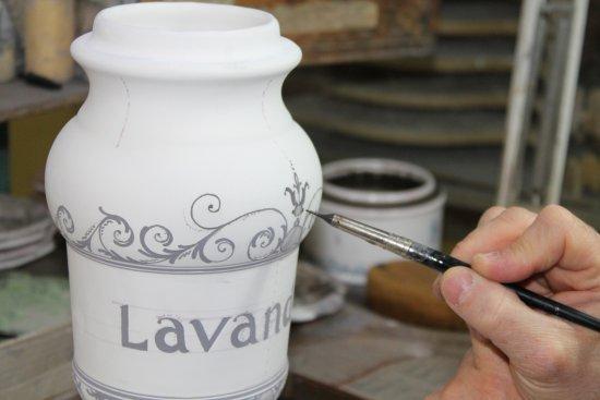 Moustiers Sainte-Marie, Fransa: faience de moustiers sainte marie atelier bondil & fils
