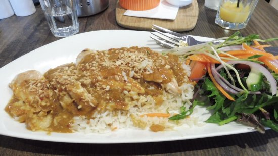 Dixons Creek, Australië: Satay Chicken $23 (sorry has a bite taken out of it) delicious