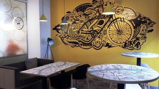 Ibis Styles Budapest City: Tavolini di attesa