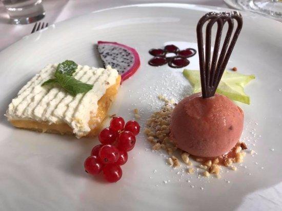 Parkhotel Flora : Dessert, Zitronencremeküchlein