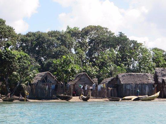 Manakara, Madagascar: Canal de Pangalanes - Poblado de pescadores