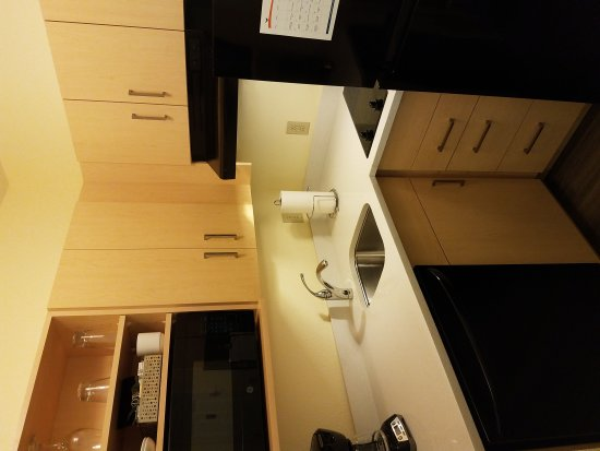 Sonesta ES Suites Parsippany: Well equipped kitchen