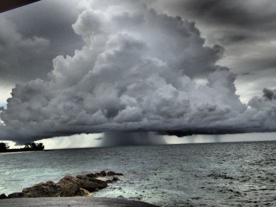 Small Hope Bay Lodge: A storm heading to Andros